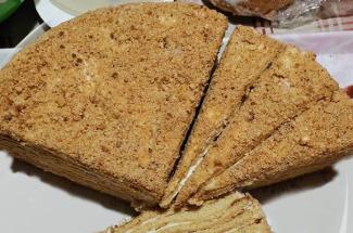 5 рецептов крема для «Медовика», который отлично пропитает коржи и не потечет