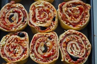 По совету подруги приготовила рулетики мини-пицца — муж и сын теперь просят их каждый день