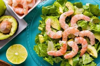 5 рецептов салатов для новогоднего стола, которые понравятся гостям и не нанесут вред фигуре