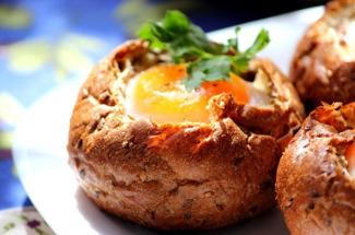 Когда детям надоела обычная яичница на завтрак — предлагаю 3 блюда из яиц, которые угодят даже самым капризным