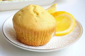 Рецепт лимонных кексов, которые готовятся в два счета, а съедаются еще быстрее