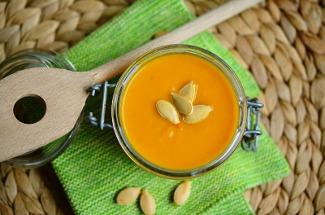 Делаю тыквенный суп в сковороде без лишней возни и кучи продуктов – получается не хуже, чем в кафе