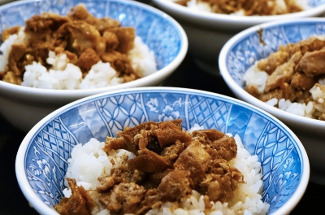 Свинина с кунжутом на сковороде: альтернатива курице терияки