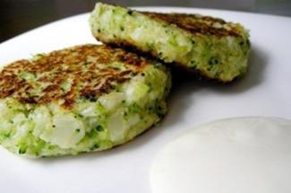 Раз в неделю устраиваю себе вкусный разгрузочный день и готовлю котлеты из брокколи – вкусно и полезно
