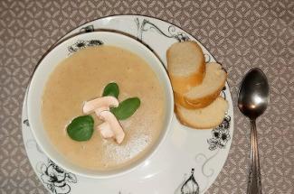 Приготовила отменный крем-суп из грибов без блендера: соседка не поверила и пришла отведать – понравилось