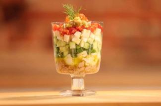 3 рецепта красивых салатов, которые станут украшением любого праздничного стола