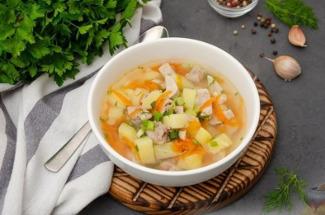 Простой «Золотой» суп: внуки готовы кушать его хоть каждый день