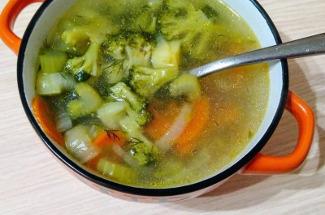 3 рецепта простого овощного супа, который можно приготовить за полчаса