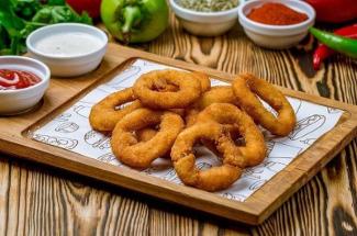 Сочные луковые кольца, которые подойдут и в качестве закуски, и как отдельное блюдо