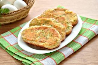 Гренки с омлетом: прекрасный вариант завтрака, когда времени в обрез