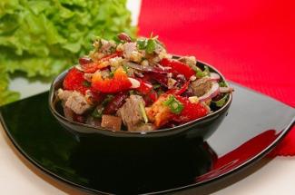 «Солнце Тбилиси» и еще 3 вкусных салата из грузинской кухни
