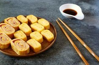 Приноровилась готовить омлет «по-японски». Не сложнее обычного, но вкуснее в разы.