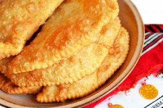 Готовлю «Крымские» чебуреки, совсем простой рецепт. Справилась с первого раза, а получилось супер сочно