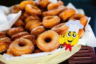 Однажды работала в кондитерской, там научилась готовить пончики пышными и мягкими. Секрет в пропорции продуктов