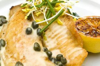 Приготовила обычную тилапию по новому рецепту: подходит даже для романтического ужина (секрет в соусе)