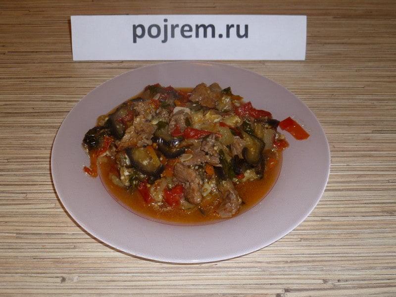 овощное рагу, приготовленное с мясом