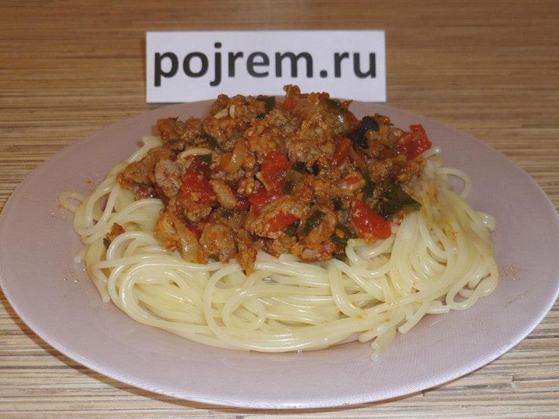 спагетти с соусом болоньезе