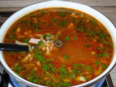 Солянка с колбасой, 1 рецепт с фотографиями на сайте