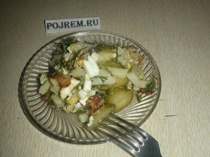 салат картофельный с солеными огурцами