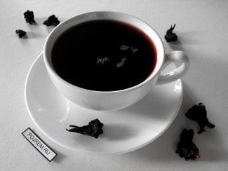 Чайный напиток из каркаде, имбиря и корицы с медом