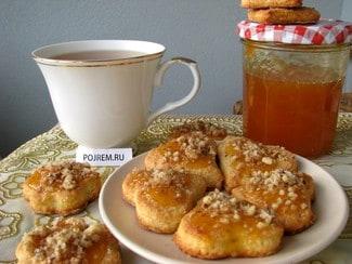 Печенье из творога с орехами и вареньем