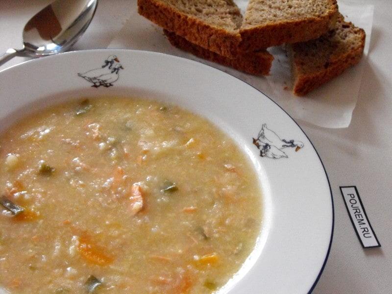густой суп из форели с пшеном