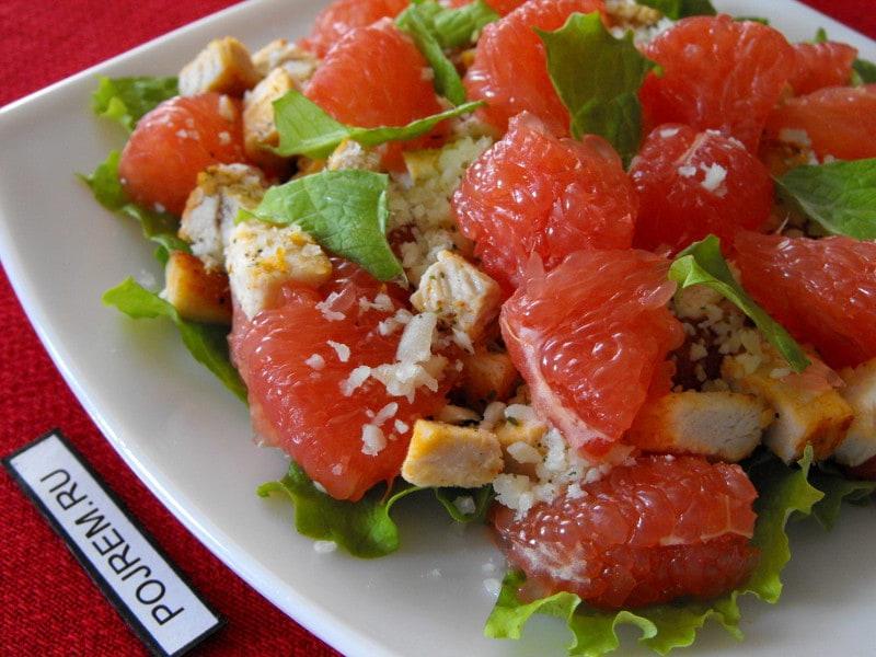 салат из курицы, грейпфрута и сыра