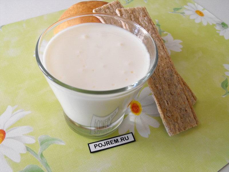коктейль из молока и йогурта