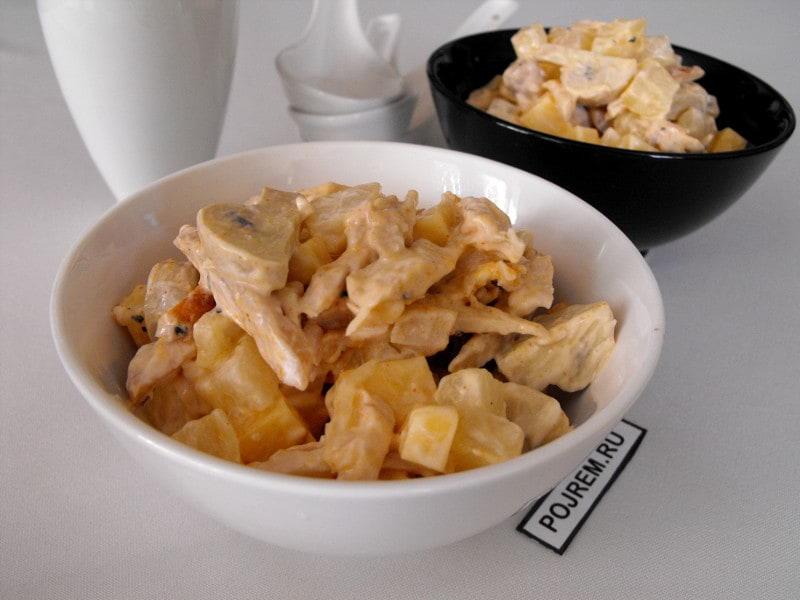 Салат с ананасом курицей и сыром и яйцом