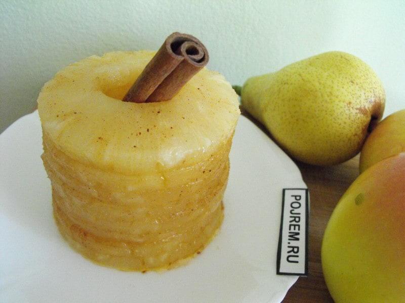 Десерт из ананасов с ромом и корицей