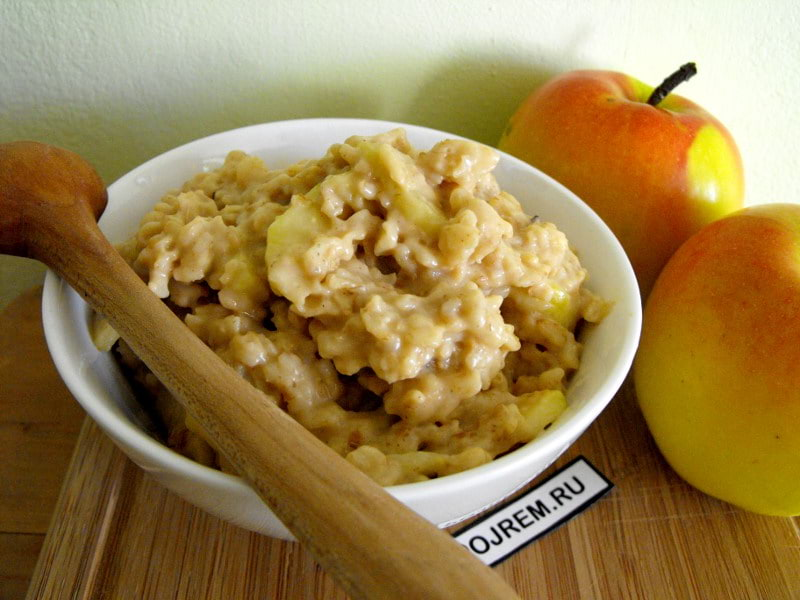 десерт из овсянки, яблок и сливок
