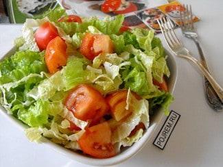 Салат с помидорами и пекинской капустой