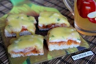 Горячий бутерброд с колбасой и сыром
