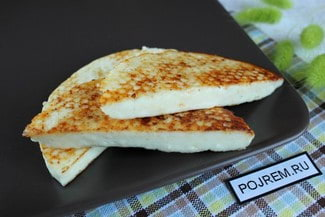 Жареный адыгейский сыр с паприкой и кунжутом