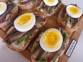 Бутерброды с килькой