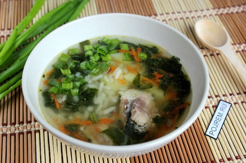 суп, приготовленный из рыбных консервов