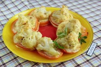 Запеканки из цветной капусты на помидорах