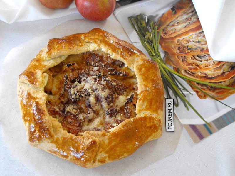 галета с яблоками, луком и пармезаном