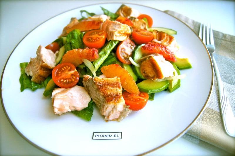 салат Романо с семгой гриль и апельсином