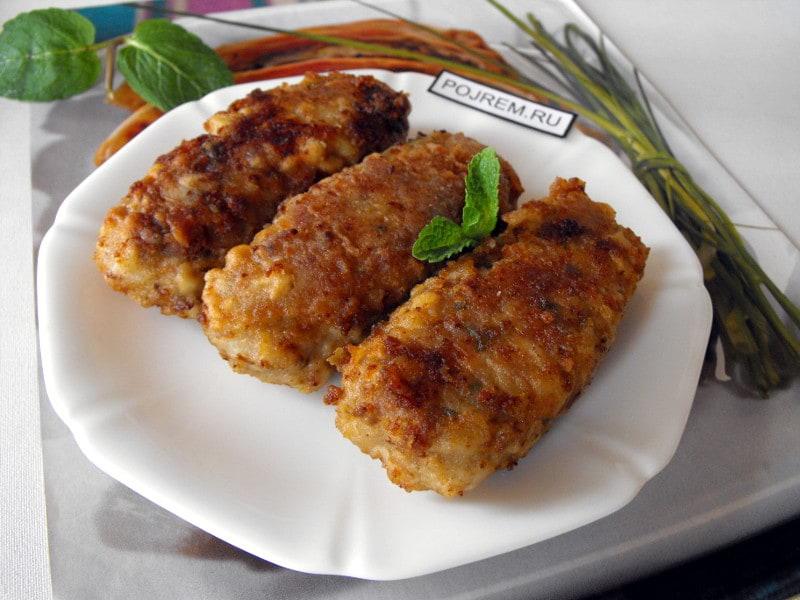 жареные колбаски из мясного фарша