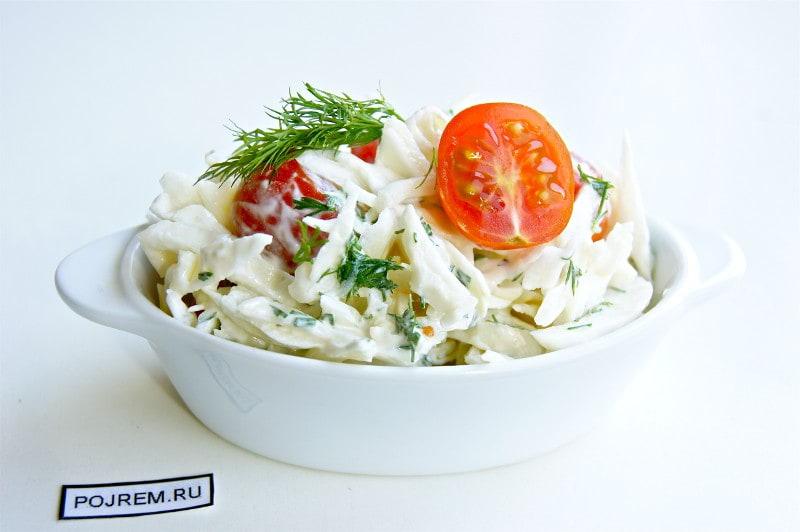 салат с капустой, помидорами и укропом