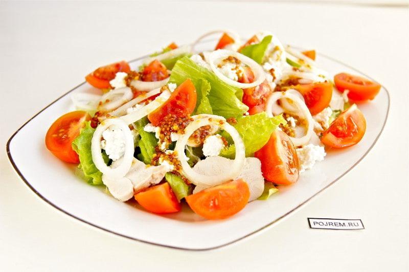 салат овощной с курицей и творогом