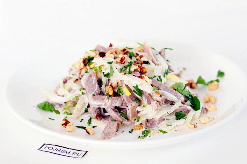 фото готового салата из говяжьего языка