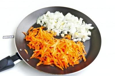 Ежики из фарша с рисом с подливкой на сковороде  Легкие