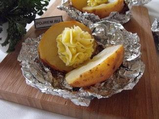 Картофель запеченный в фольге с кожурой