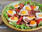 Тёплый салат с беконом