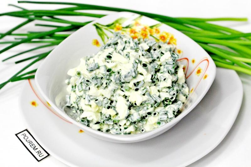 как приготовить салат из зеленого лука
