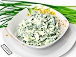 Салат из зеленого лука и яиц