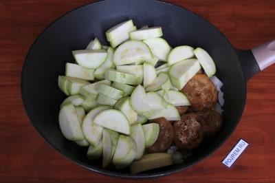Овощное рагу с мясом картофелем и кабачком в мультиварке