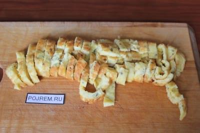Пицца с фаршем помидорами и сыром и грибами рецепт с фото
